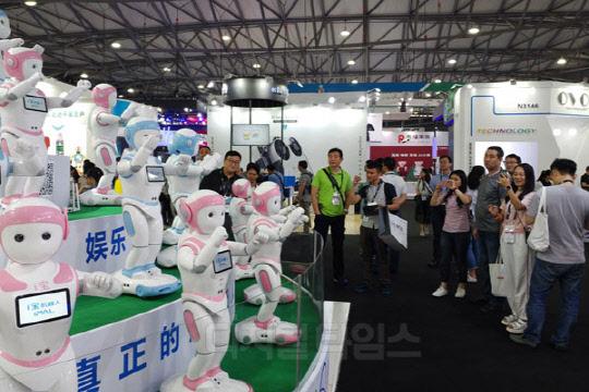 [CES 아시아] 댄스로봇에 결제냉장고까지… 중국은 지금 AI 열풍